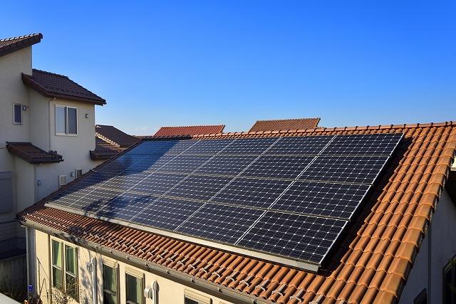 太陽光パネルを設置した屋根